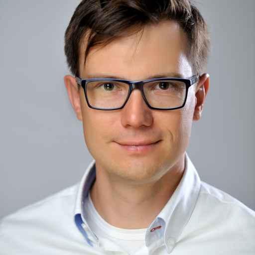 Piotr KubiczekHello Here